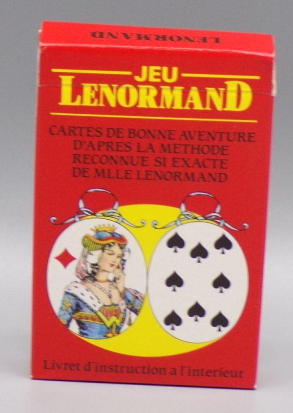 Petit Lenormand Carta Mundi dans sa boîte.